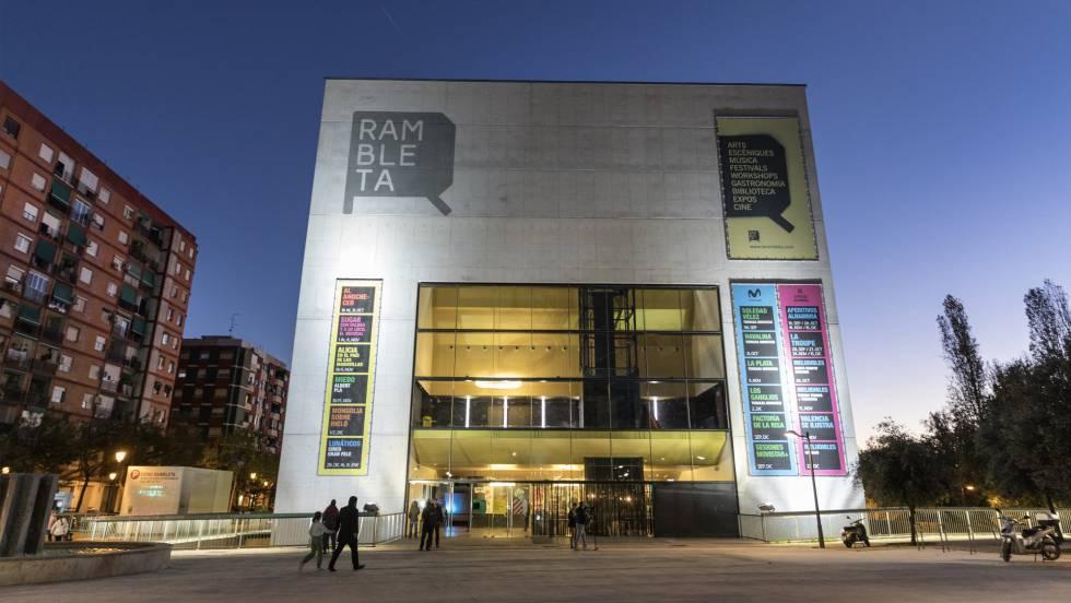El teatro de Valencia amenazado por la ultraderecha mantiene la función satírica 'Mongolia sobre hielo'