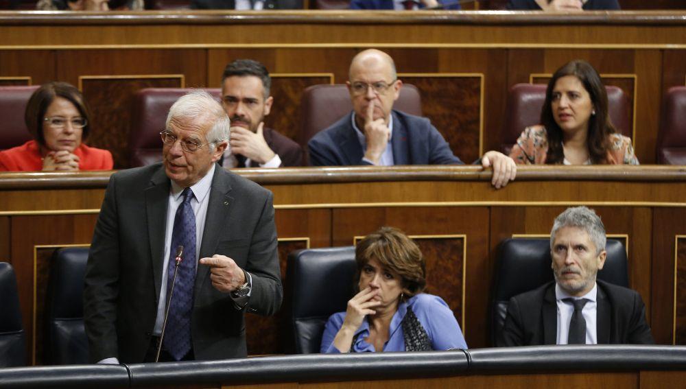Borrell asegura que un diputado de ERC le ha escupido cuando abandonaba el Congreso por la expulsión de Rufián