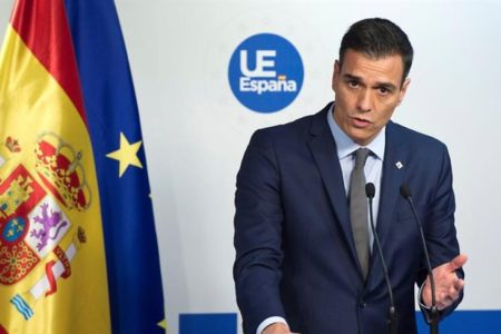 Sánchez insiste en su deseo de verse con Torra y el Govern se abre a negociar una reunión