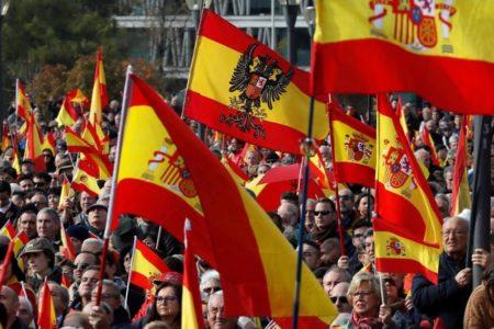 Miles de personas se concentran en Madrid contra la «impunidad» de los «golpistas» catalanes, una manifestación apoyada por Vox