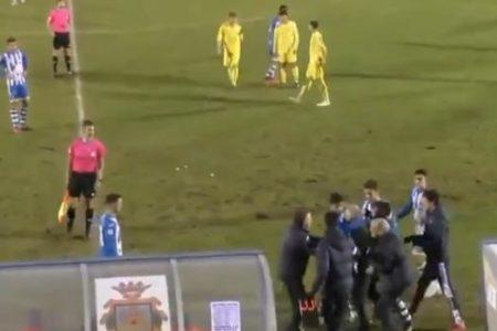 Lamentable actitud del entrenador de la Arandina con un árbitro