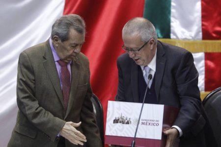 López Obrador presenta unas cuentas sociales con gestos para los inversores