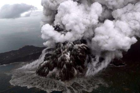 Un tsunami causa al menos 222 muertos y 843 heridos en Indonesia