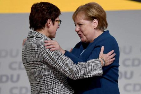 La CDU opta por la continuidad del legado de Merkel con la elección de Kramp-Karrenbauer