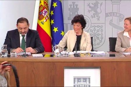 """El gobierno, entre sonrisas, dice que espera poder decir """"Happy New Year"""" en Moncloa"""