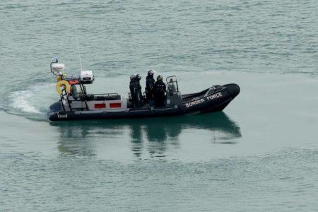 Francia y Reino Unido colaborarán para frenar el paso de inmigrantes en el canal de la Mancha