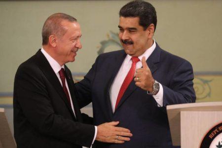 Turquía da un balón de oxígeno a Maduro con inversiones y apoyo político