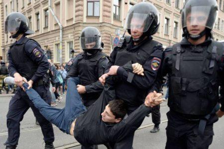 Rusia aprueba penas de cárcel para los organizadores de manifestaciones a las que acudan menores