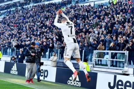 Cristiano Ronaldo puede con todo