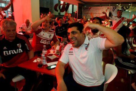 Buenos Aires se tiñe de rojo y blanco en honor al campeón