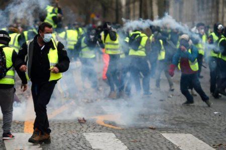 Gases lacrimógenos en París contra una nueva protesta de los 'chalecos amarillos'