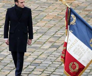 Macron a la intemperie