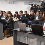 Los peruanos cambian los 'realities' por los tribunales