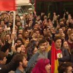 Miles de personas se manifiestan en las calles de Sevilla, Granada y Málaga por la irrupción de Vox en el Parlamento