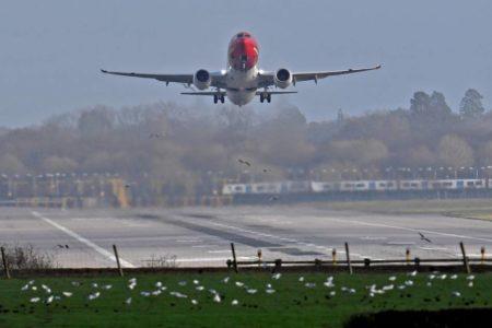 Dos detenidos por el vuelo de drones que causó el caos en el aeropuerto de Gatwick