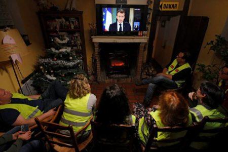 Las medidas de Macron subirán el déficit sin garantizar la calma social