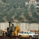 Excavando para destruir los túneles de Hezbolá en la frontera de Líbano