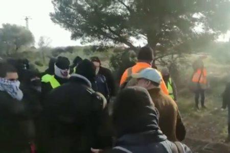 Los conductores atrapados en la AP-7 se enfrentan a los CDR y piden que los Mossos reabran la autopista
