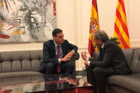 Torra recibe a Sánchez a su llegada al Palacio de Pedralbes