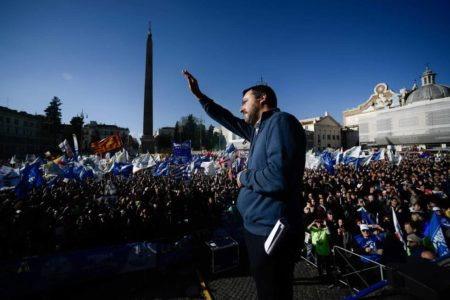 Salvini saca músculo en el centro de Roma