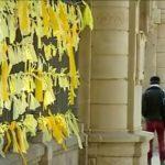 El dilema de los lazos amarillos en el juicio del 'procés':¿Puede Junqueras y el resto de acusados ir al juicio con un lazo amarillo? ¿Y sus abogados? ¿Y el público que asista?