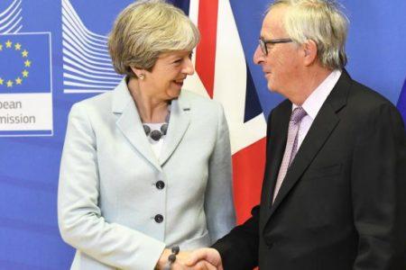"""Juncker asegura que un Brexit sin acuerdo sería """"una catástrofe absoluta"""""""