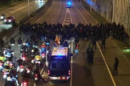 Se elevan a una veintena los cortes en las carreteras por protestas de los CDR