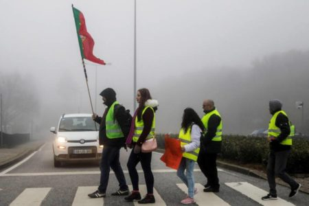 La protesta de los 'chalecos amarillos' se contagia a Portugal con escasa incidencia