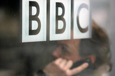 Rusia amenaza con sanciones a la televisión pública británica
