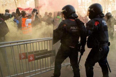 Extirpan un testículo a un hombre presuntamente herido por una proyectil de foam en las protestas en Barcelona