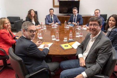 El PP y Ciudadanos acuerdan bajar el IRPF en Andalucía, una nueva Ley del Suelo y exigir al Gobierno la reforma inmediata de financiación