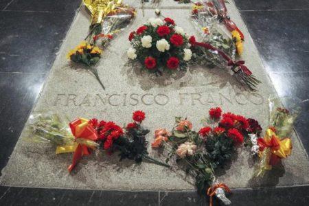 """El Gobierno asegura que el """"obstruccionismo"""" del prior del Valle de los Caídos no impedirá la exhumación de Franco"""