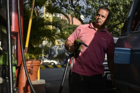 Maduro se queda sin efectivo en la caja
