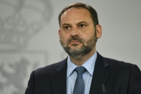 """Ábalos dice que el futuro de Susana Díaz lo decidirán los militantes pero """"en su momento"""""""