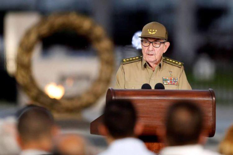 Castro arremete contra Trump en el 60 aniversario de la revolución cubana
