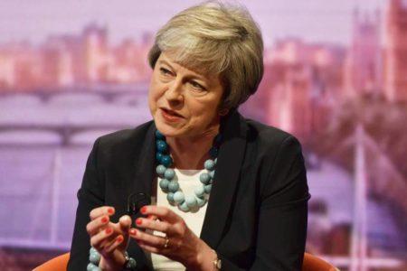 """May avisa de que Reino Unido se adentrará en un """"territorio inexplorado"""" si fracasa el pacto del Brexit"""