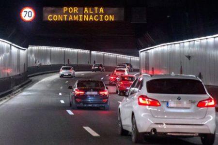 Carmena mantiene las limitaciones de tráfico en Madrid este sábado
