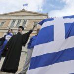 Miles de griegos se manifiestan en Atenas contra el acuerdo con Macedonia