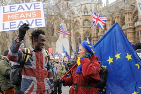 Las multinacionales presionan contra el Brexit duro