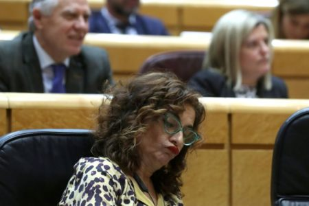 Montero asegura que no ha hablado con Sánchez sobre un posible relevo a Díaz
