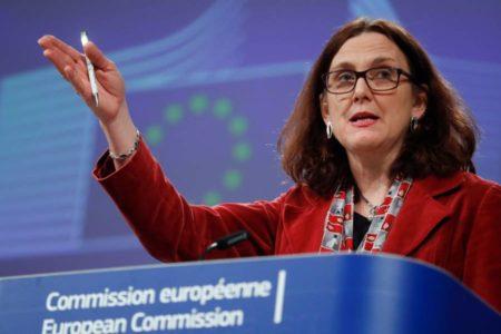 La UE ofrece a EE UU reducir los aranceles a sus coches para rebajar las tensiones comerciales