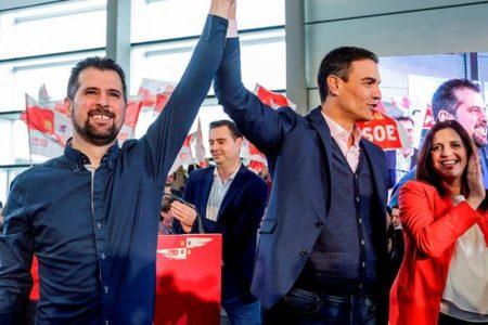 """Sánchez pide a C's y PP que """"se abstengan o voten a favor de los presupuestos"""""""