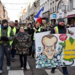 Los 'chalecos amarillos' sostienen su desafío al Gobierno francés