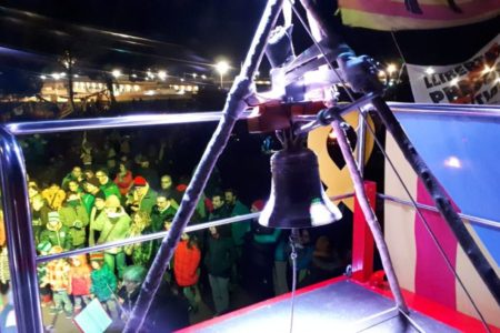 Centenares de personas celebran Nochevieja en los alrededores de Lledoners en apoyo a los  políticos presos
