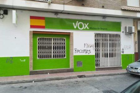 Vox denuncia que su sede en Murcia ha sido atacada con excrementos