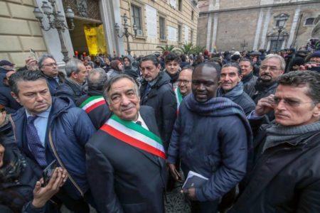 Un grupo de alcaldes italianos se rebela contra Salvini por su ley de seguridad