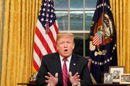 Trump pide apoyo a la nación contra los demócratas para construir el muro