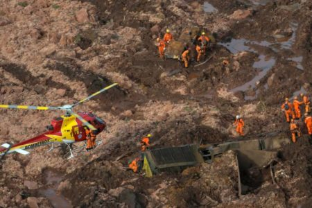 Brasil busca a 296 empleados de una mina devorada por toneladas de residuos