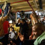 Malta permite el desembarco de 49 migrantes tras más de dos semanas de espera en el mar