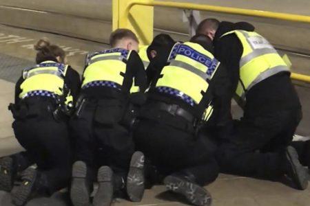 La policía investiga como un ataque terrorista el apuñalamiento de Mánchester